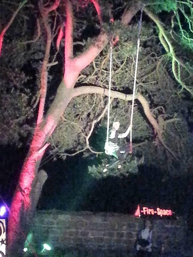 Sophia hanging at Spielpause